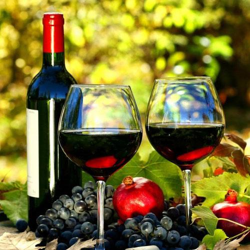 Rượu vang đỏ làm đẹp bằng cách nào? - Rượu ngoại chính hãng